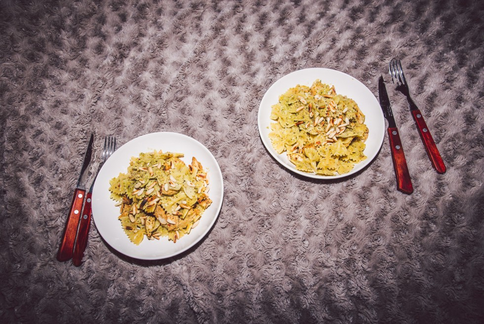 janni-deler-dinnerinbed-pastapestoDSC_8849