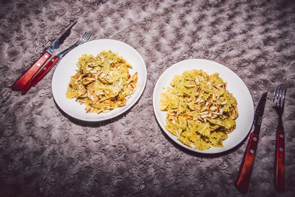 janni-deler-dinnerinbed-pastapestoDSC_8852