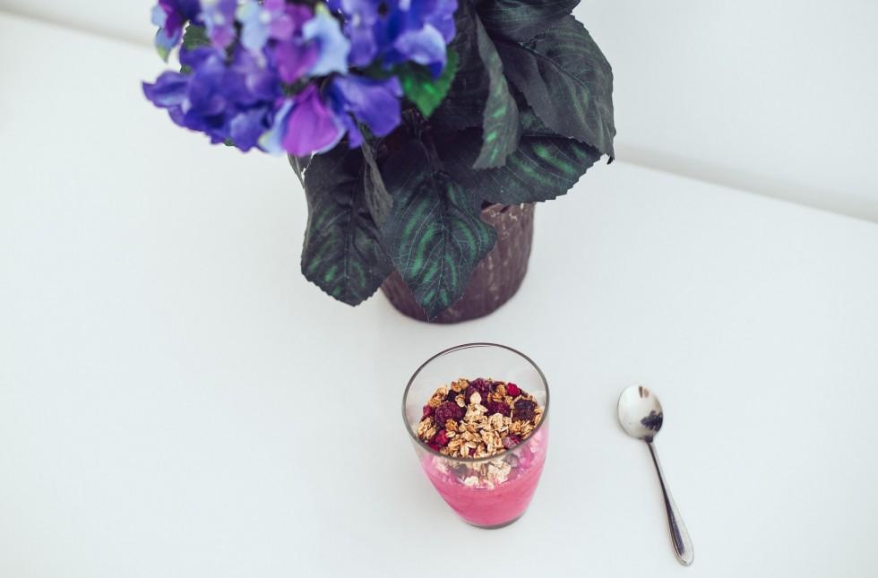 janni-deler-smoothie-raspberry-avocadoDSC_8941