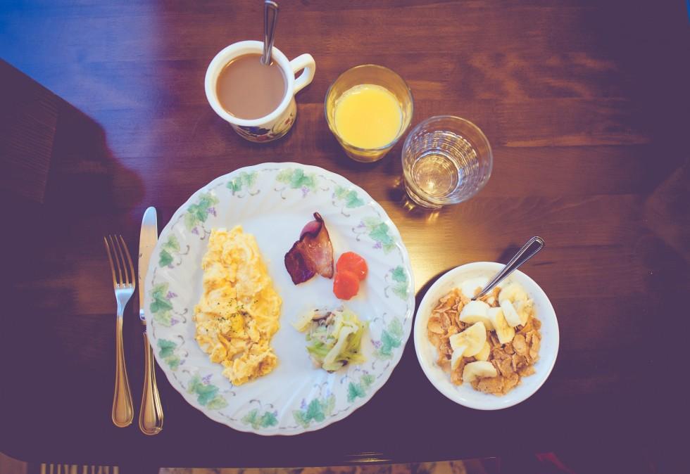 janni-deler-winter-breakfastDSC_9683