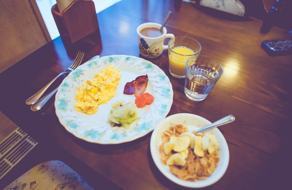 janni-deler-winter-breakfastDSC_9684