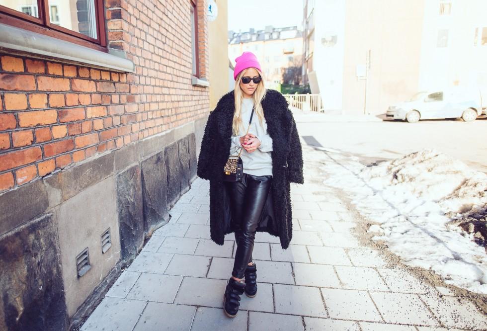 janni-deler-black-fluffy-jacketDSC_1298