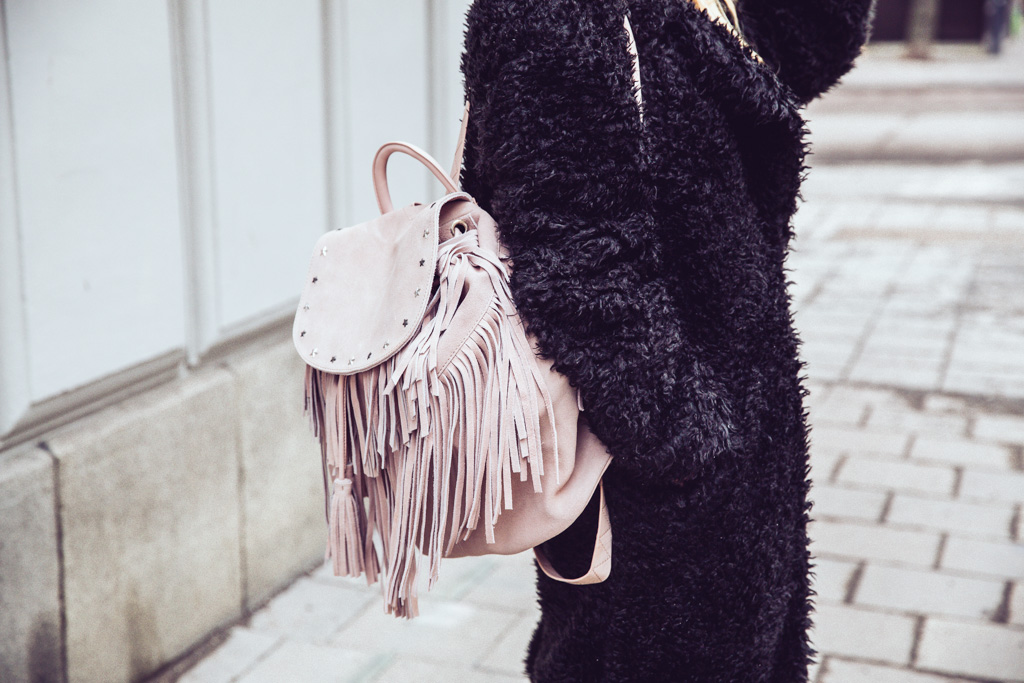 janni-deler-fringe-backpack-maison-scotch5F4A4303