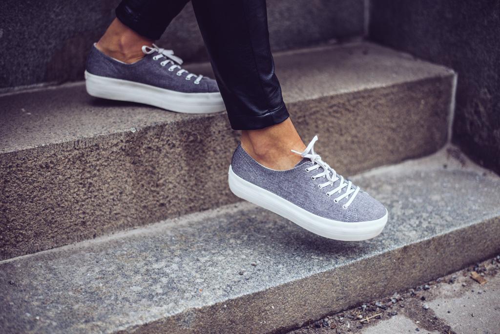 janni-deler-grey-sneakers-nilssonDSC_1968