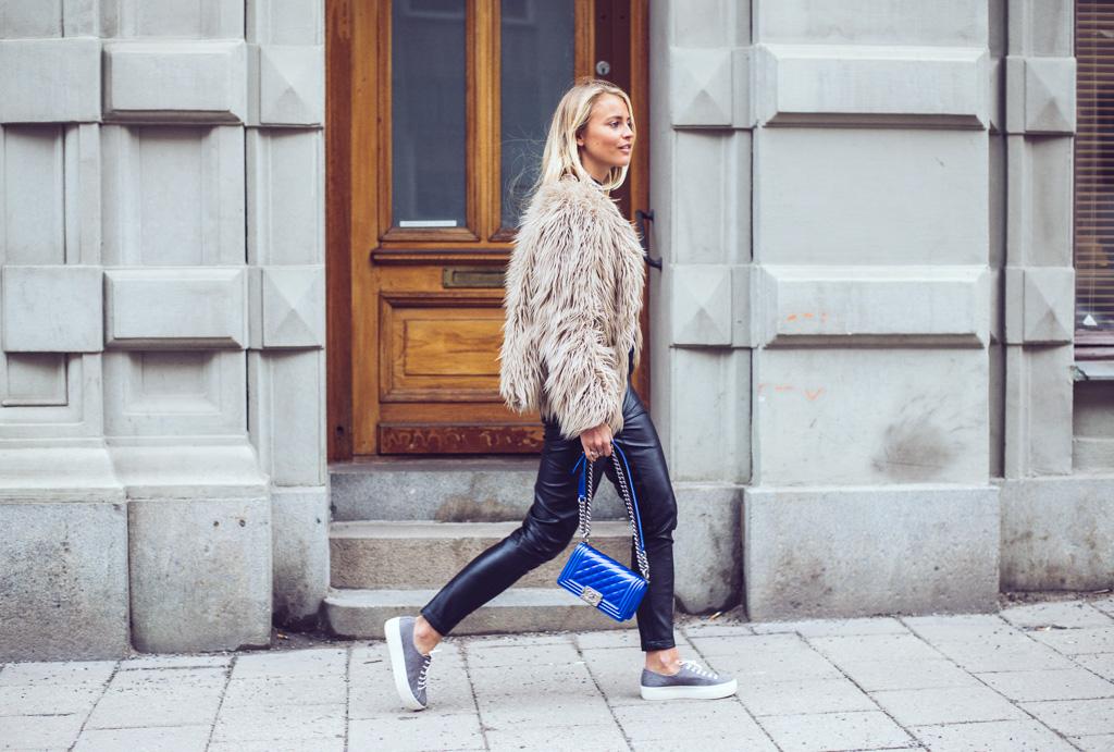 janni-deler-grey-sneakers-nilssonDSC_2035