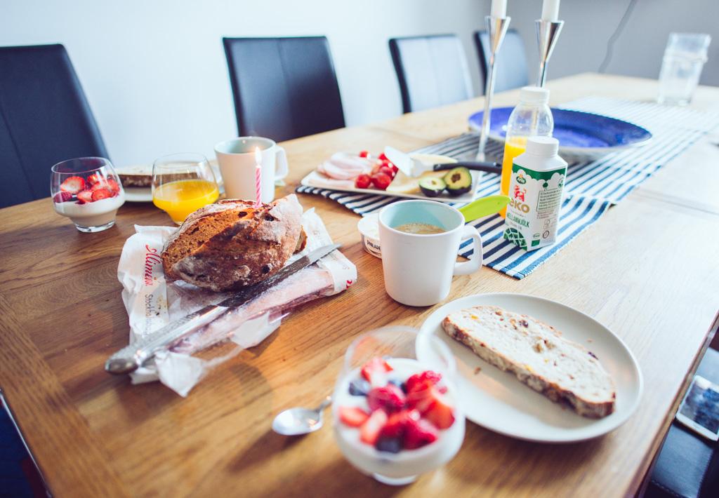 janni-deler-bday-breakfastDSC_3941