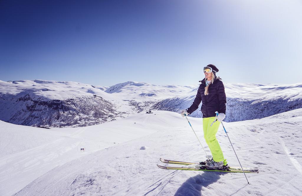 janni-deler-myrkdalen-skiingnamnlöst-5