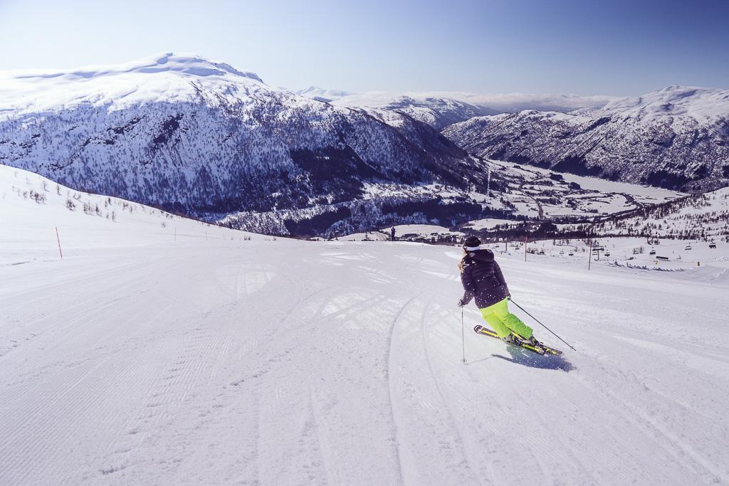 janni-deler-myrkdalen-skiingnamnlöst-6