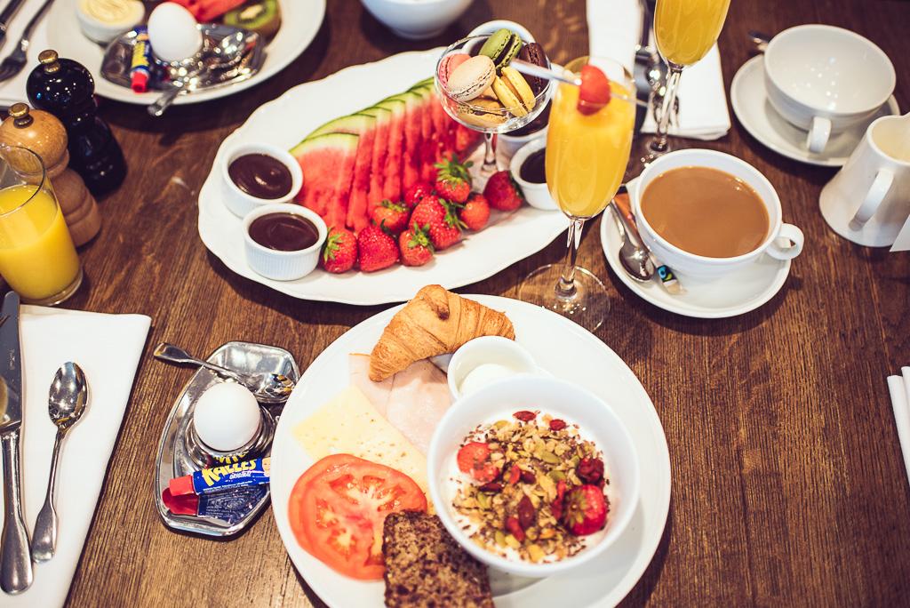 janni-deler-hotel-breakfast-lydmar-hotell-stockholmDSC_1482