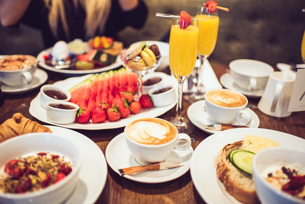 janni-deler-hotel-breakfast-lydmar-hotell-stockholmDSC_1485