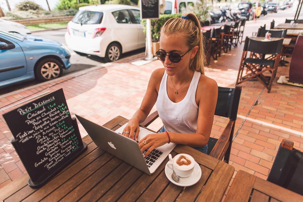 janni-deler-morning-coffeeDSC_0786
