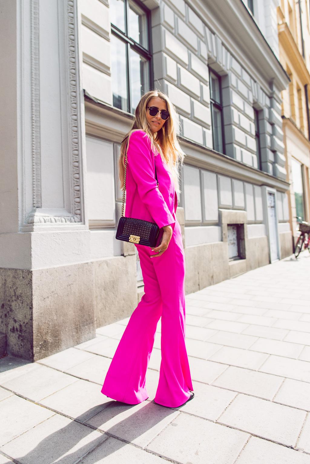 janni-deler-pink-suit-bymalinasDSC_2319-Redigera