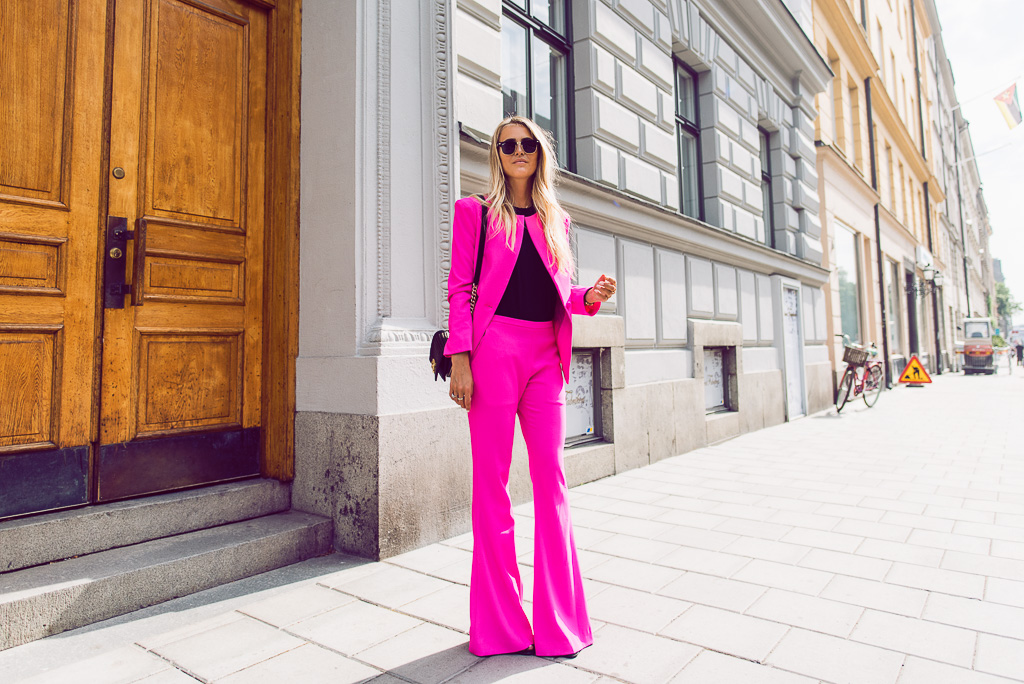 janni-deler-pink-suit-bymalinasDSC_2320-Redigera-2