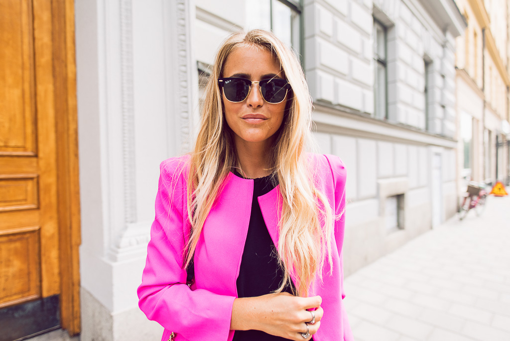 janni-deler-pink-suit-bymalinasDSC_2363-Redigera
