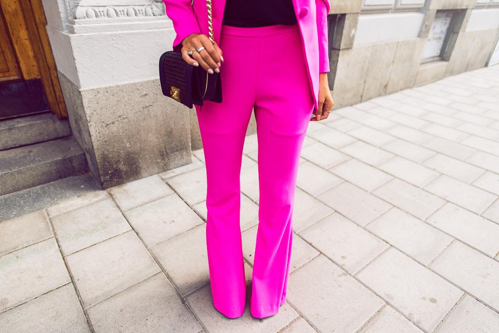 janni-deler-pink-suit-bymalinasDSC_2382-Redigera