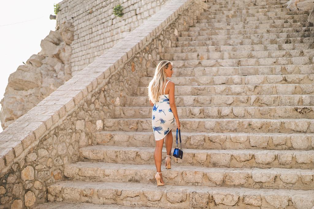 janni-deler-stair-greece-missholly-dressDSC07484