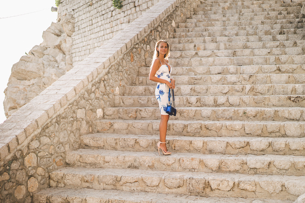 janni-deler-stair-greece-missholly-dressDSC07486