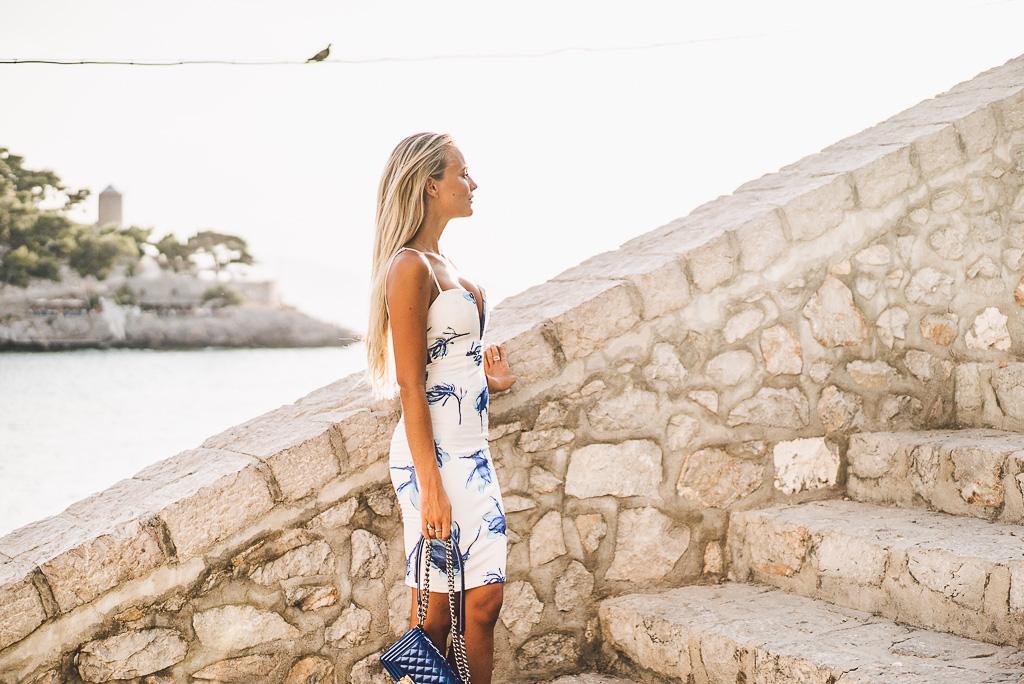 janni-deler-stair-greece-missholly-dressDSC07496