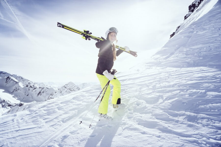 janni-deler-skioutfit-head-14-900x600