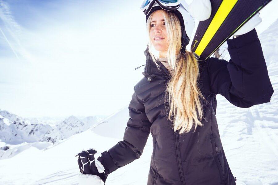 janni-deler-skioutfit-head-9-900x600