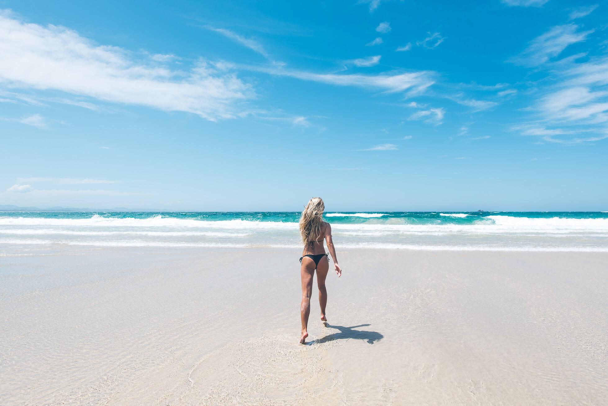 janni-deler-main-beach-byronDSC_3223