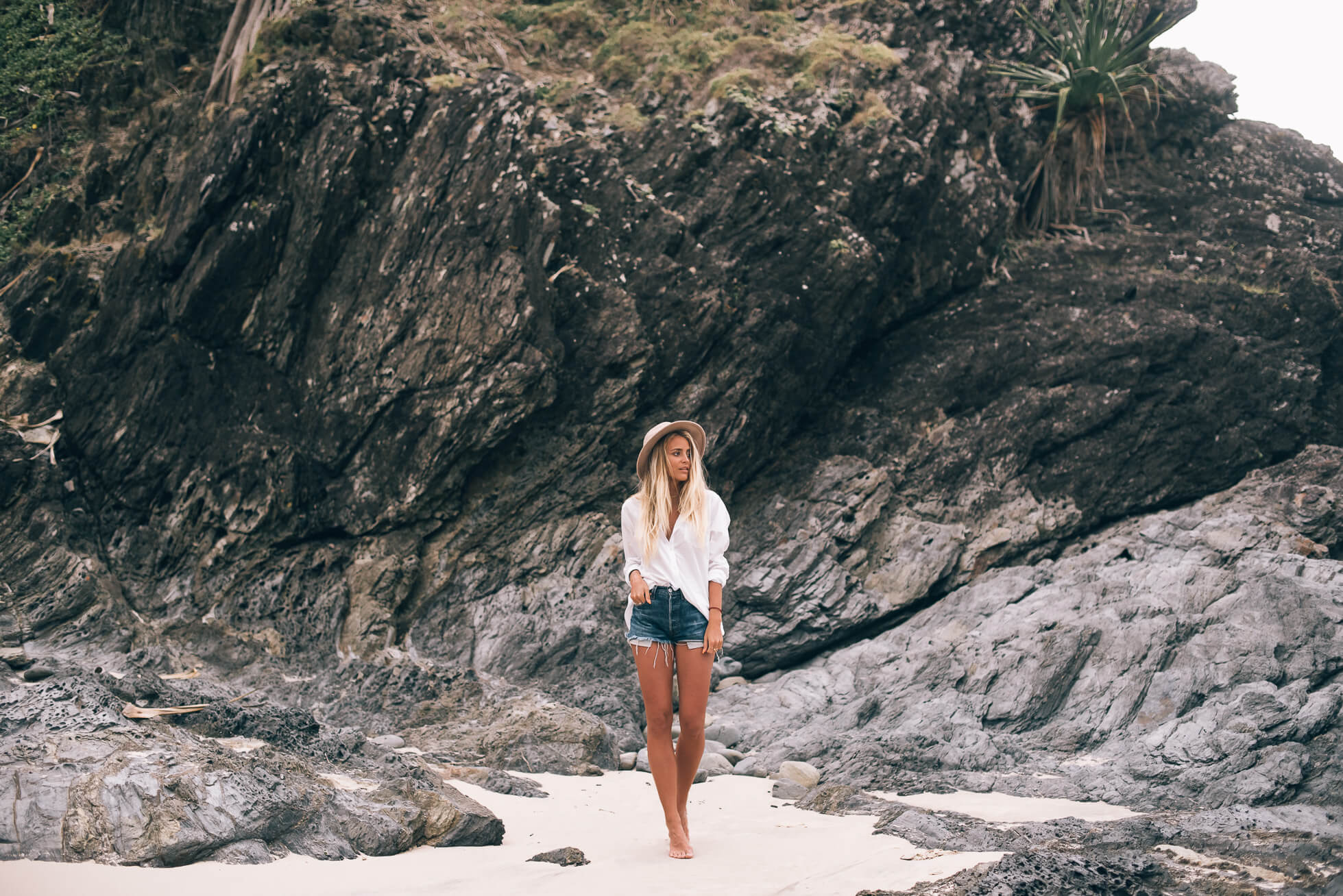 janni-deler-rocks-look-broken-headDSC_4512