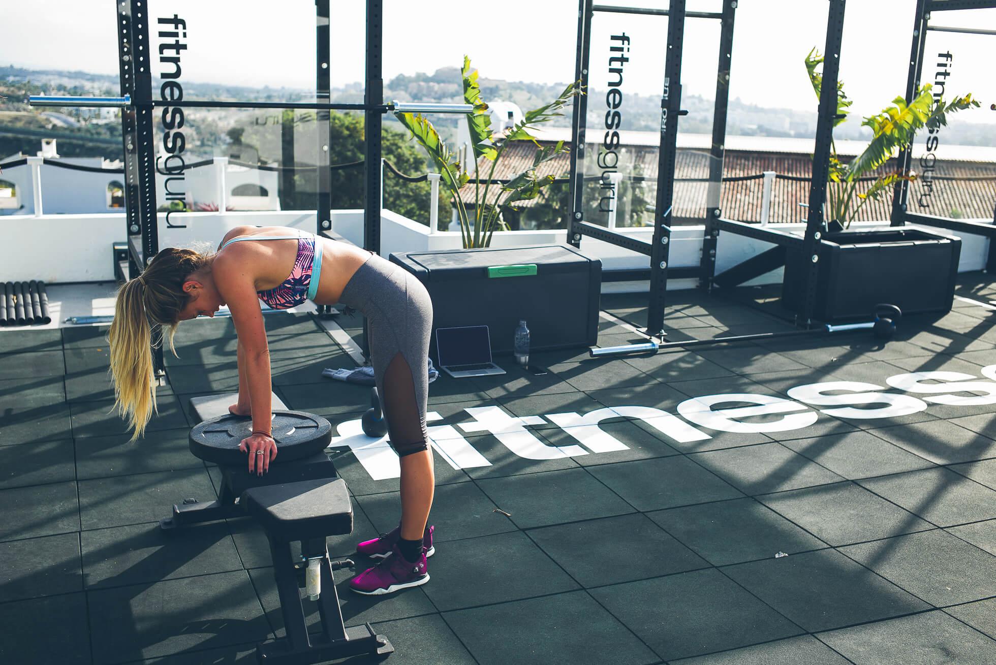 janni-deler-rooftop-workoutL1009019