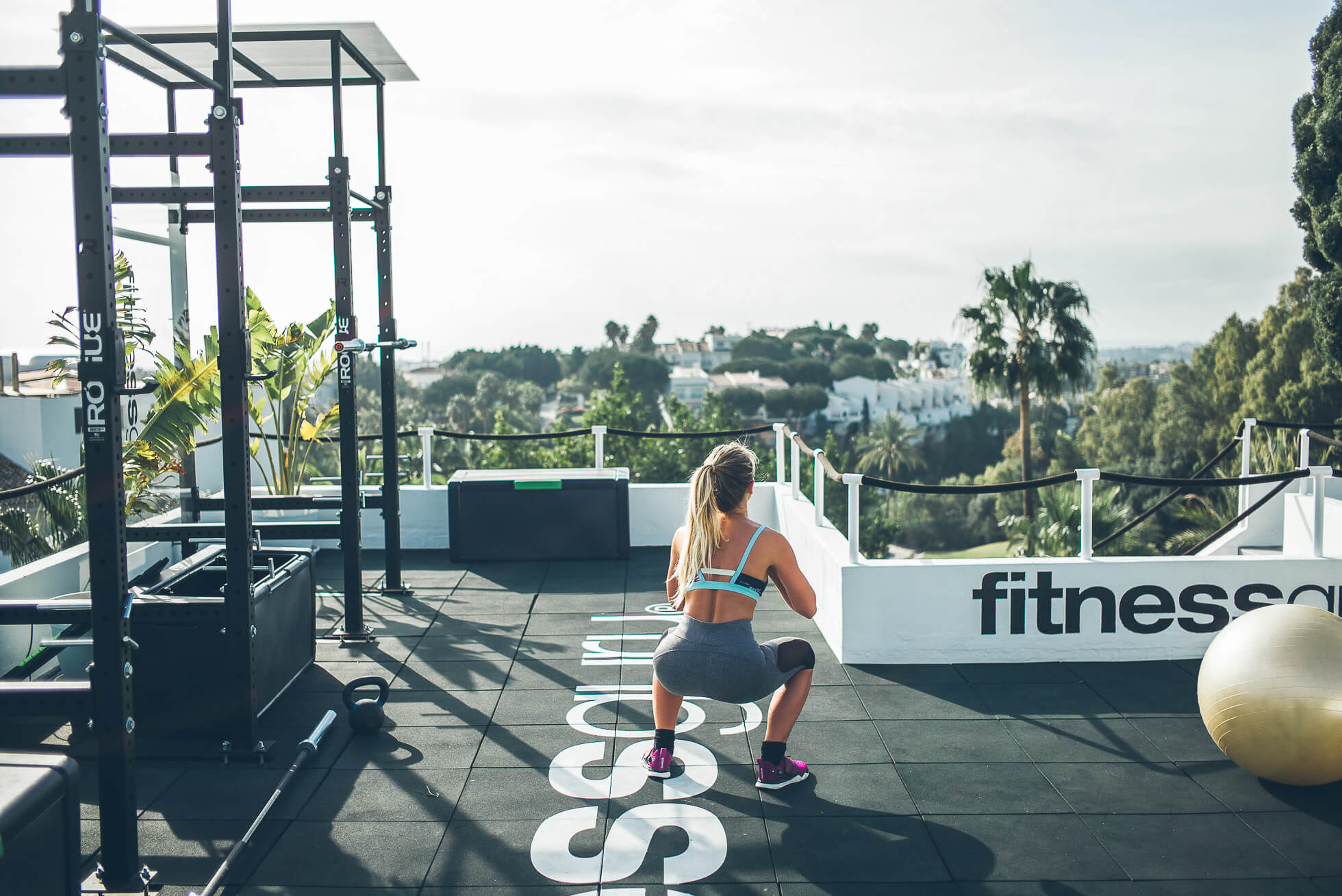 janni-deler-rooftop-workoutL1009041