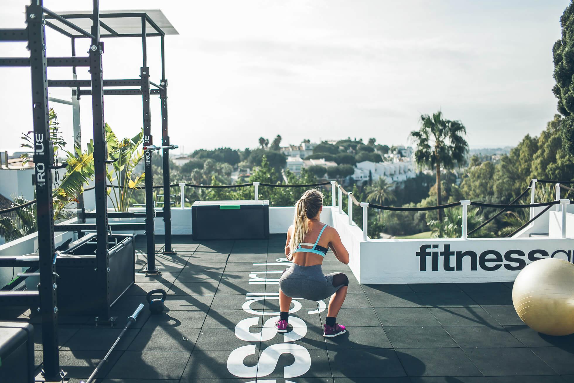 janni-deler-rooftop-workoutL1009041