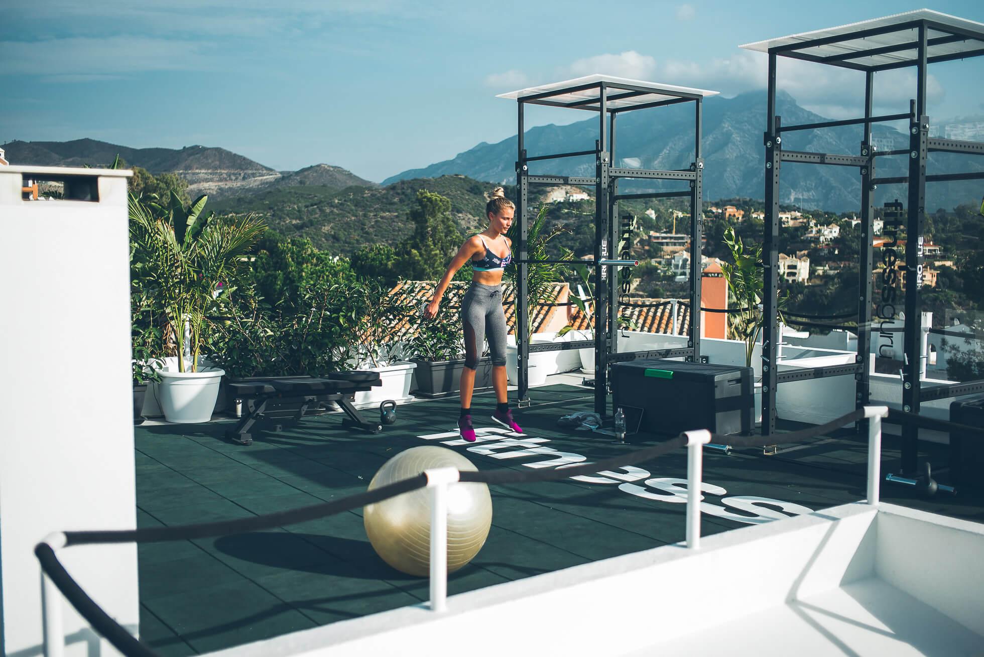 janni-deler-rooftop-workoutL1009065