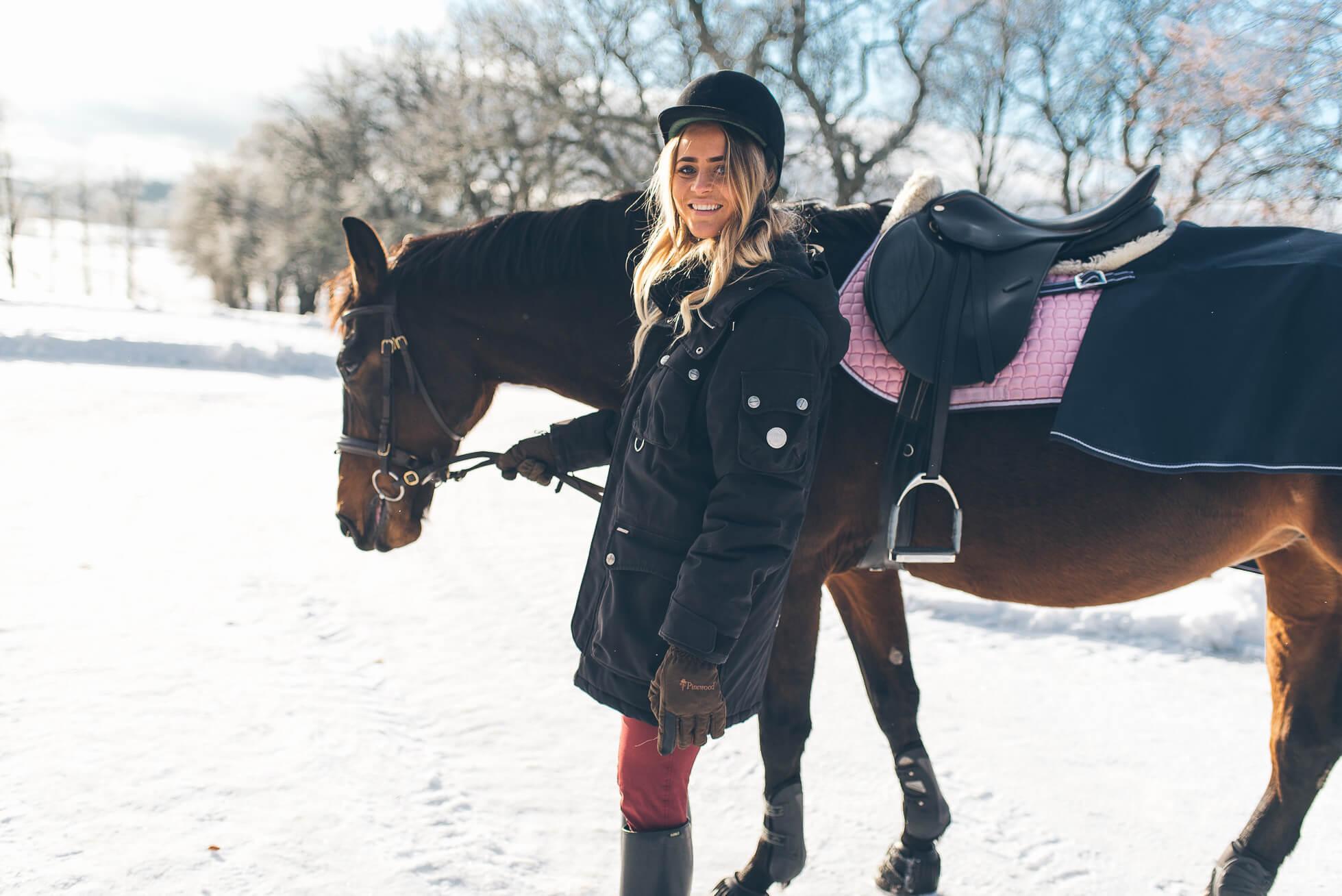 janni-deler-horses-snowDSC_6559