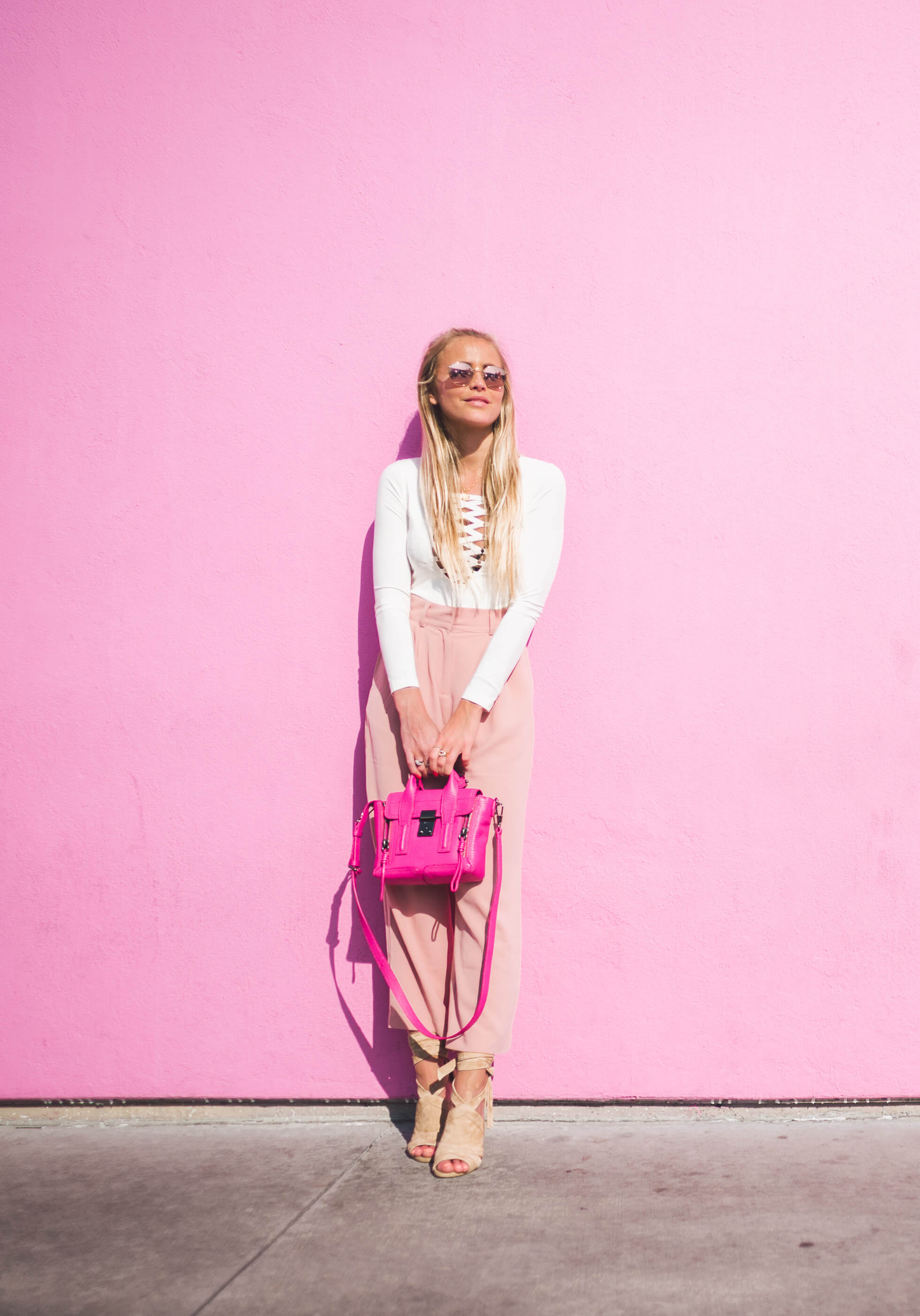 janni-deler-pink-wallL1020852
