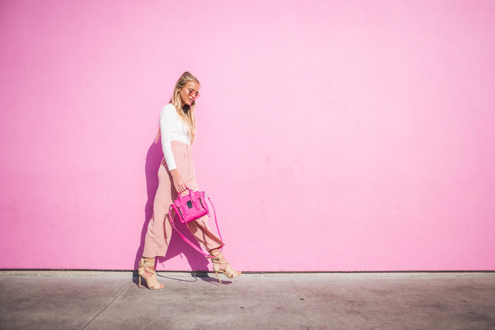 janni-deler-pink-wallL1020855