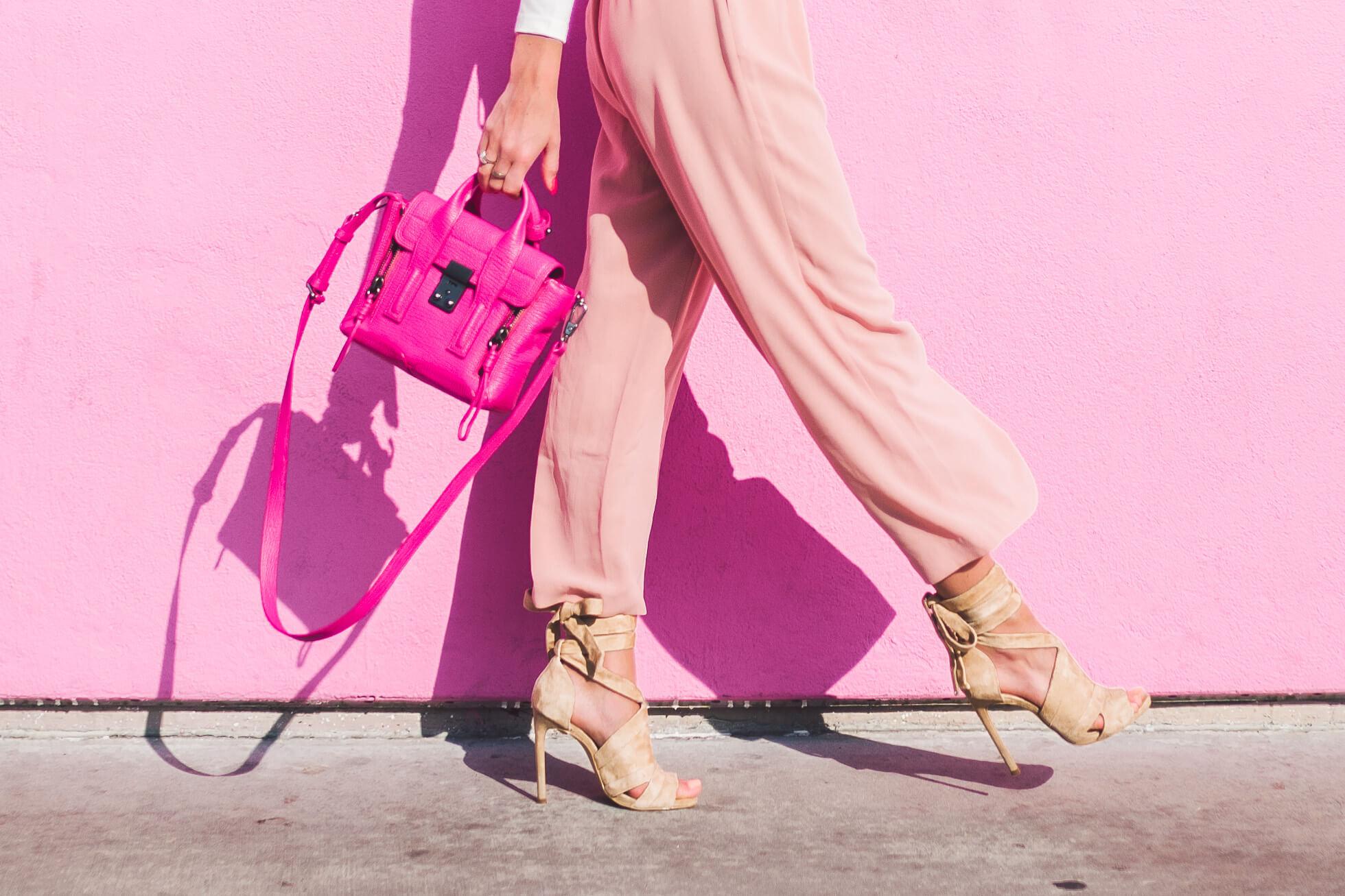 janni-deler-pink-wallL1020856