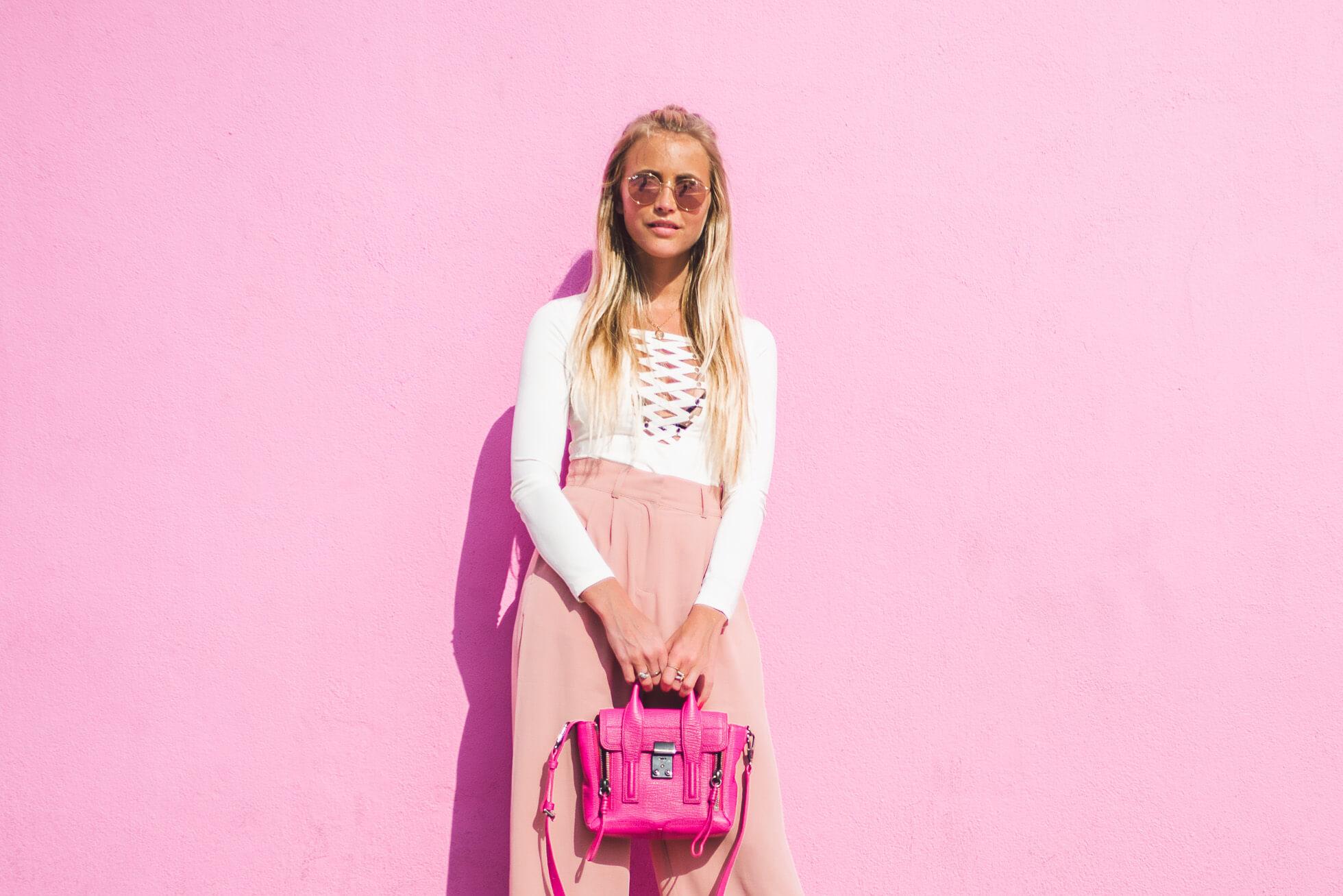 janni-deler-pink-wallL1020859
