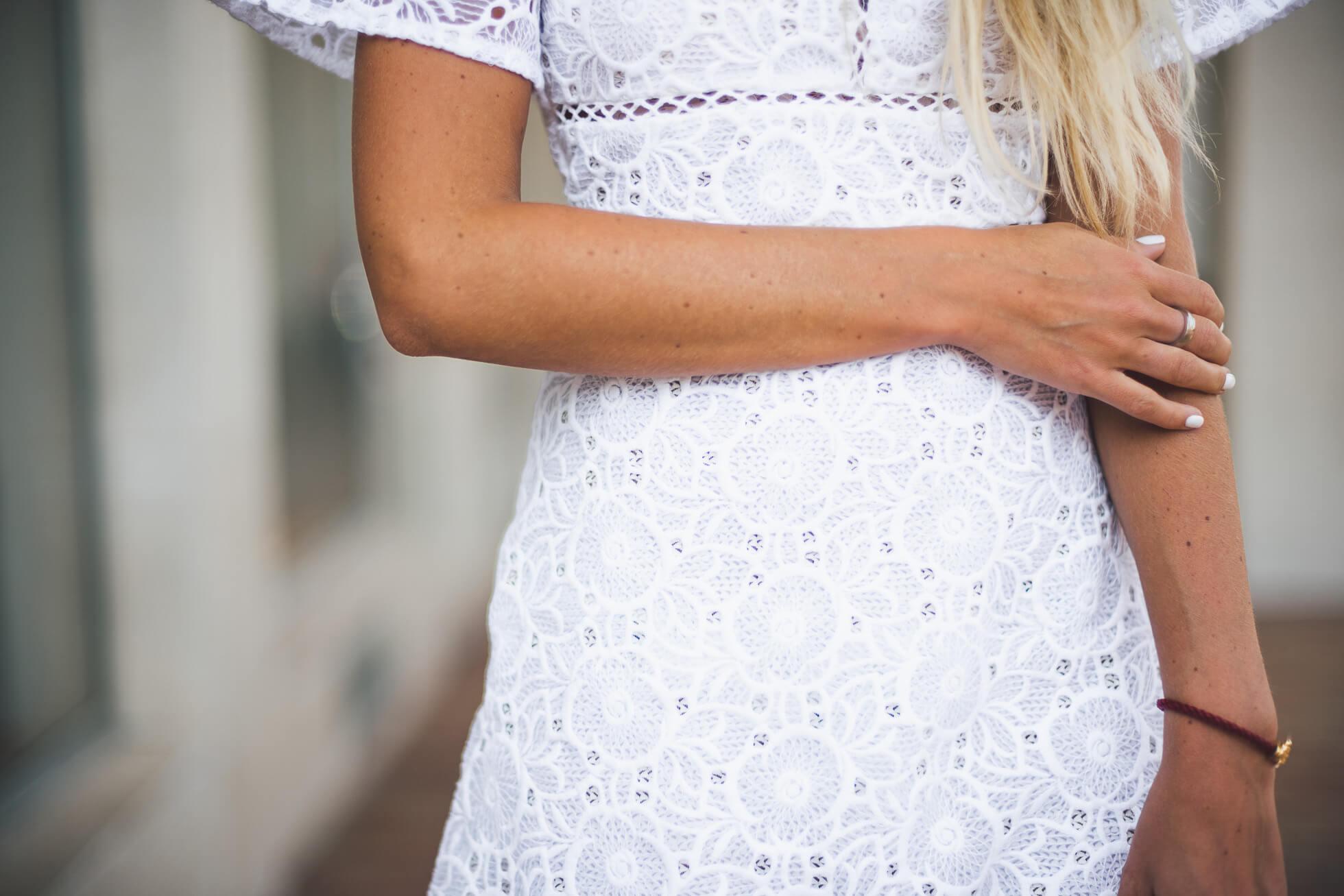 janni-deler-white-lace-dress-storetsJ1040131