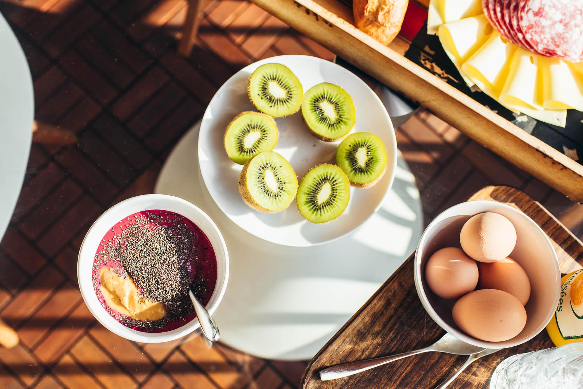 janni-deler-balcony-breakfastDSC_1098