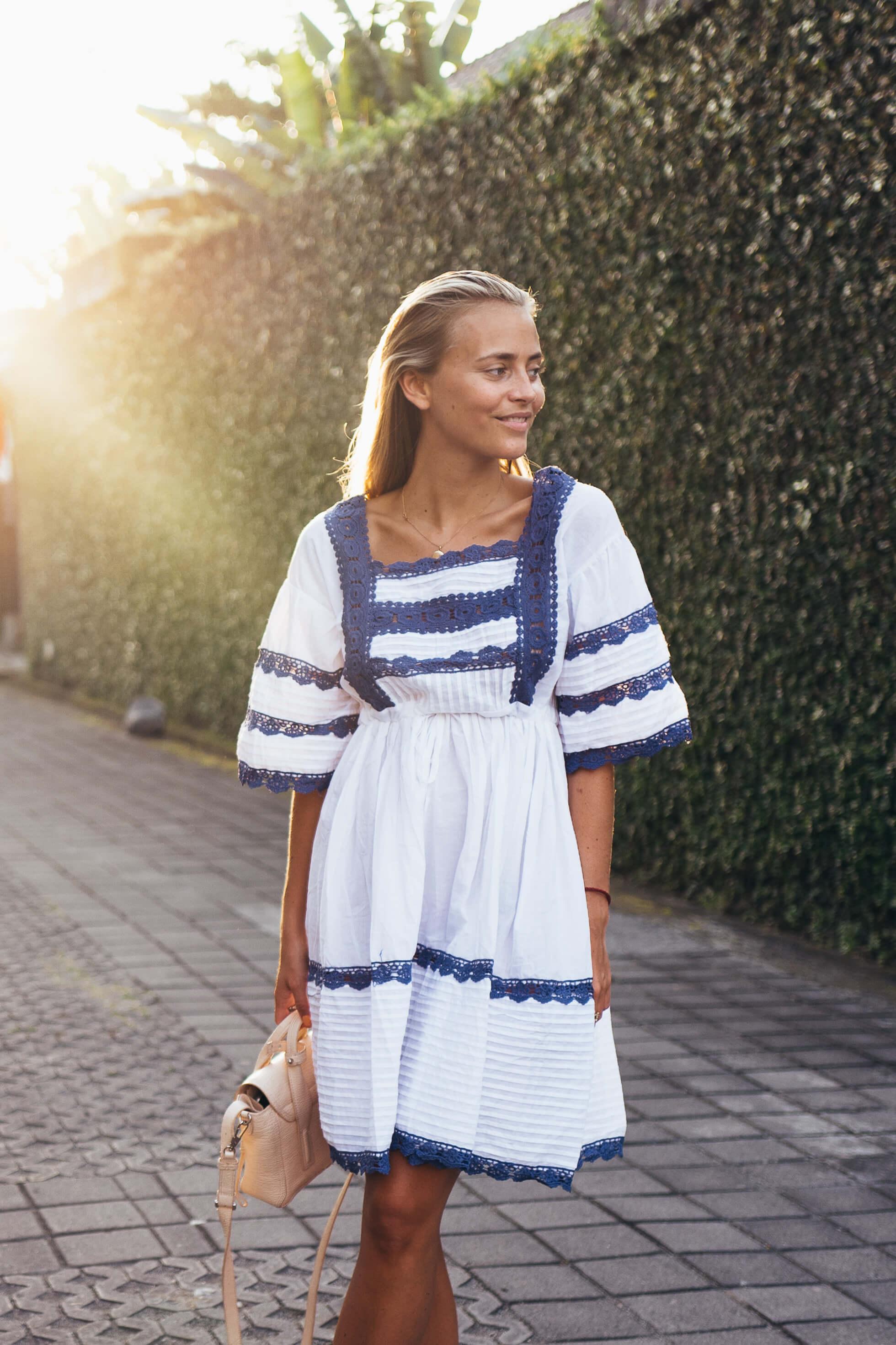 janni-deler-white-blueL1000760