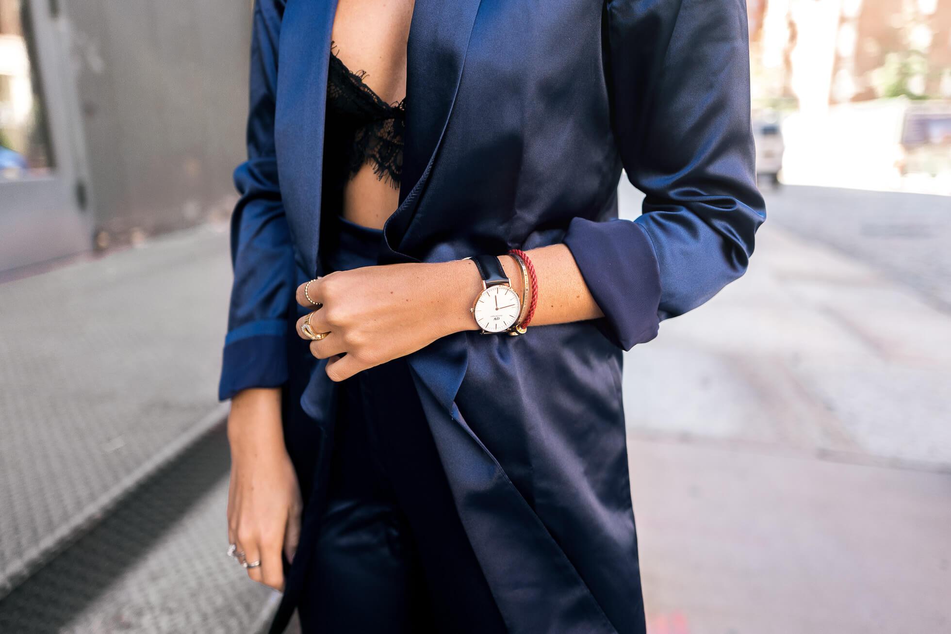 janni-deler-blue-suitL1090307-Redigera-Redigera