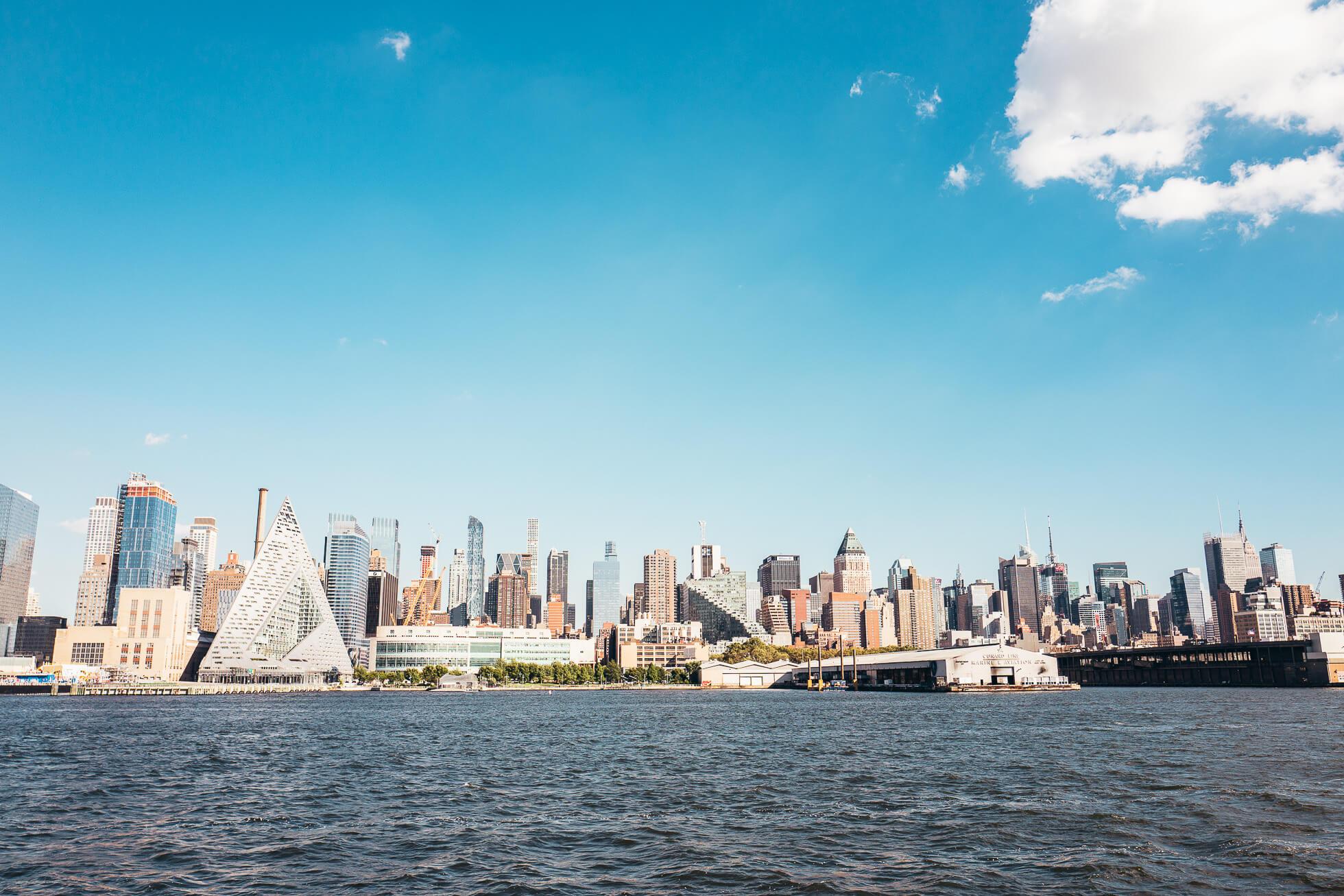 janni-deler-new-york-tour-boatL1090499