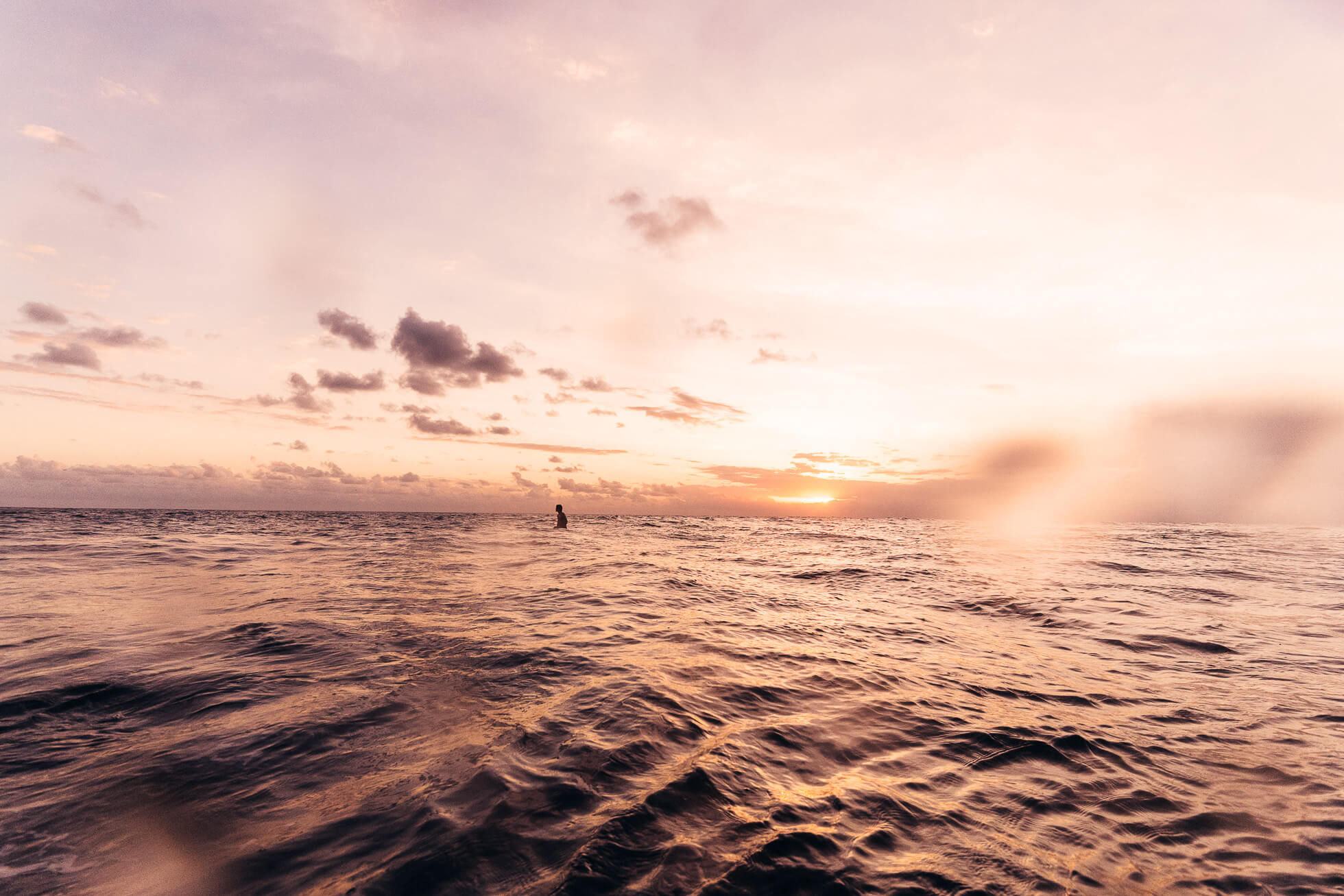 janni-deler-sunset-surf-baliJ1200251-Redigera