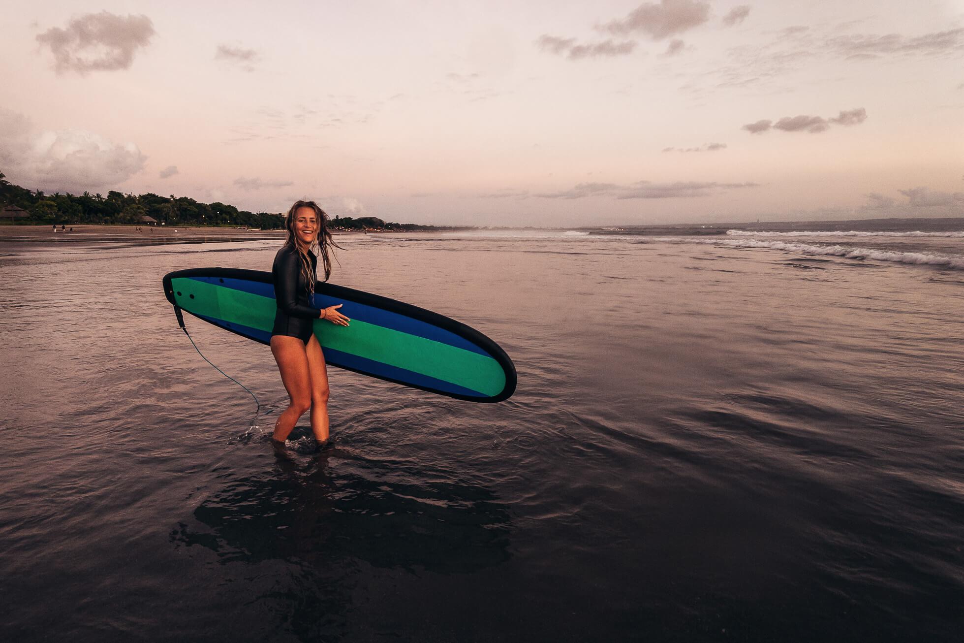janni-deler-sunset-surf-baliJ1200308-Redigera
