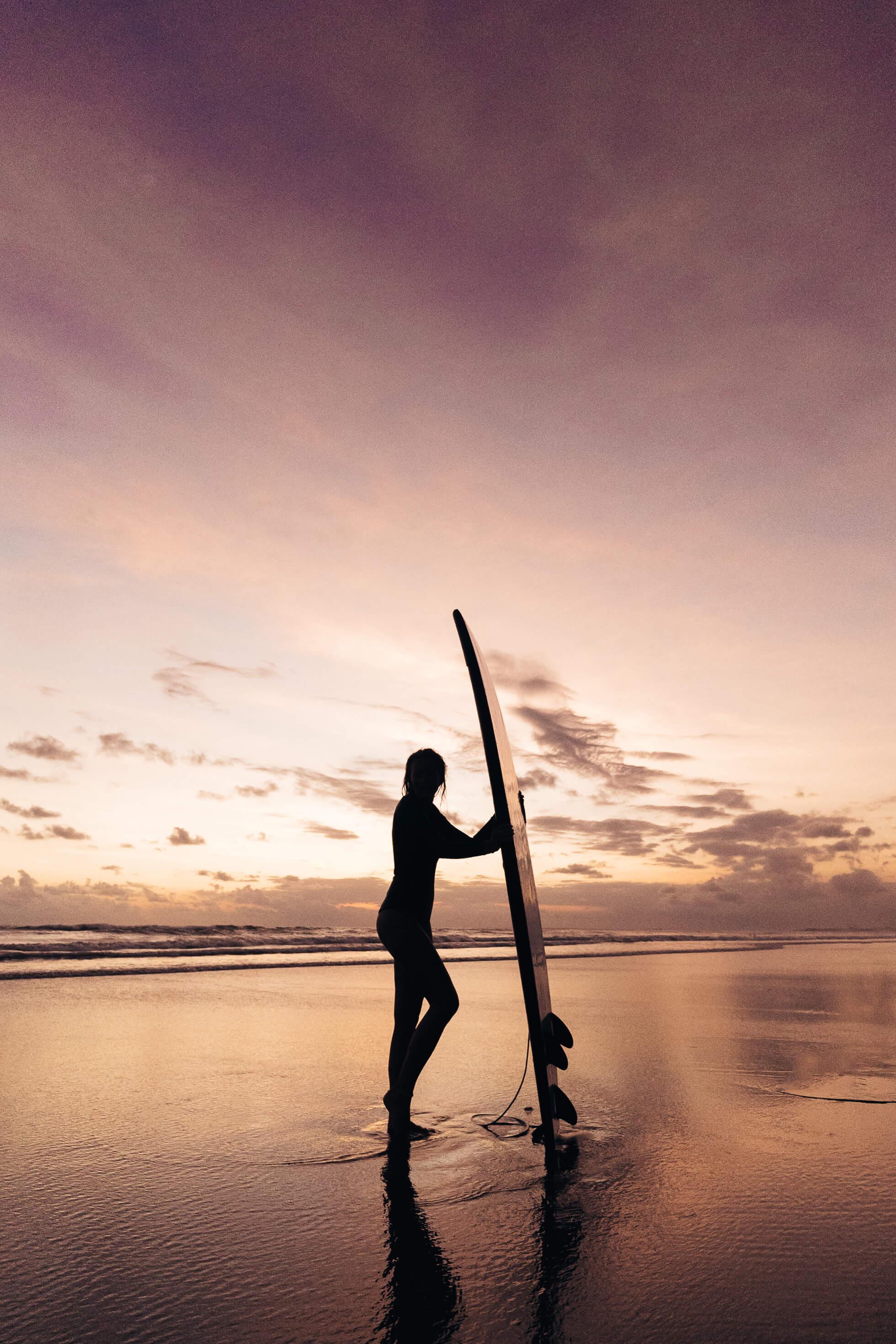 janni-deler-sunset-surf-baliJ1200415-Redigera