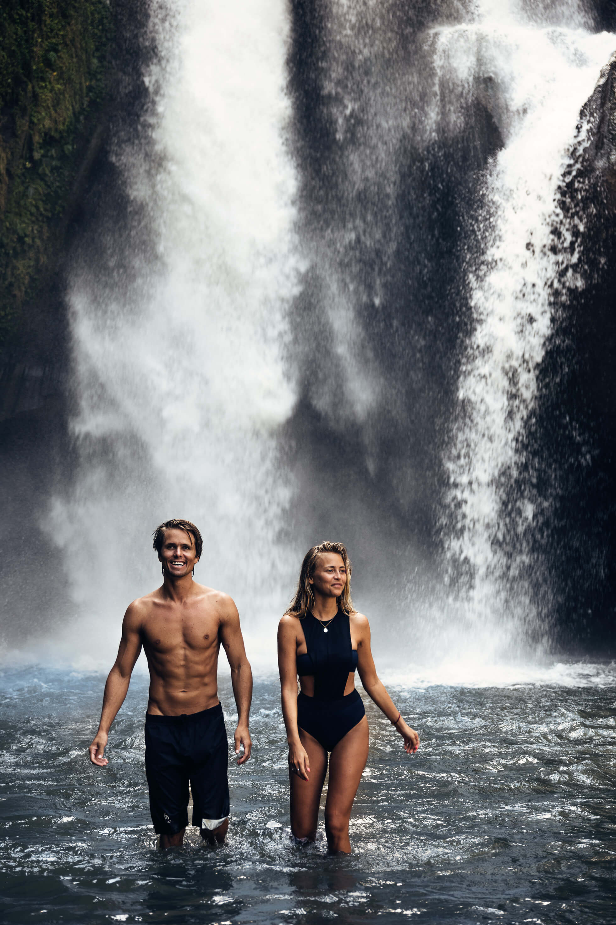 janni-deler-waterfall-bali-TegenunganJ1220697-Redigera