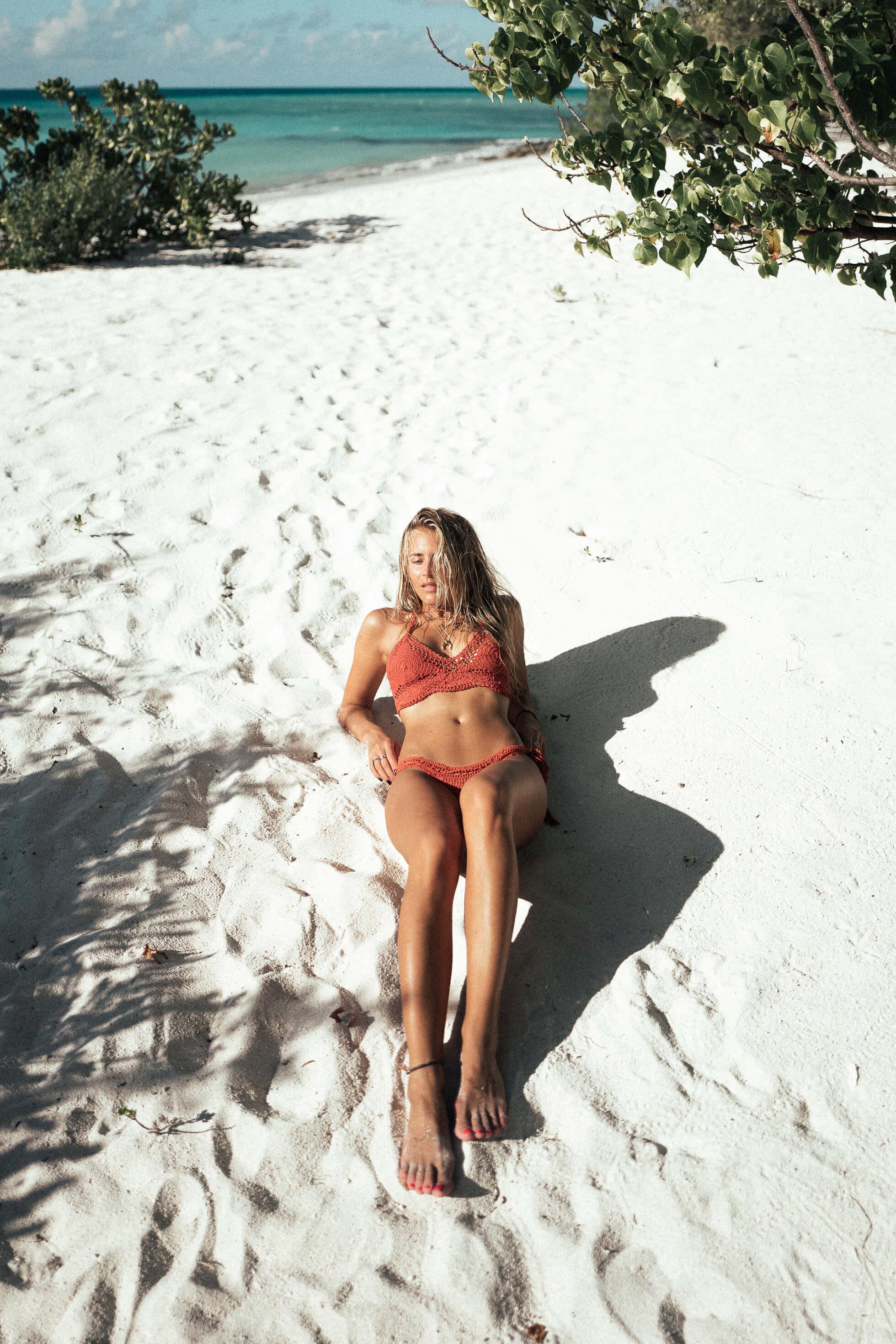 janni-deler-crochet-bikini-maldivesl1120673