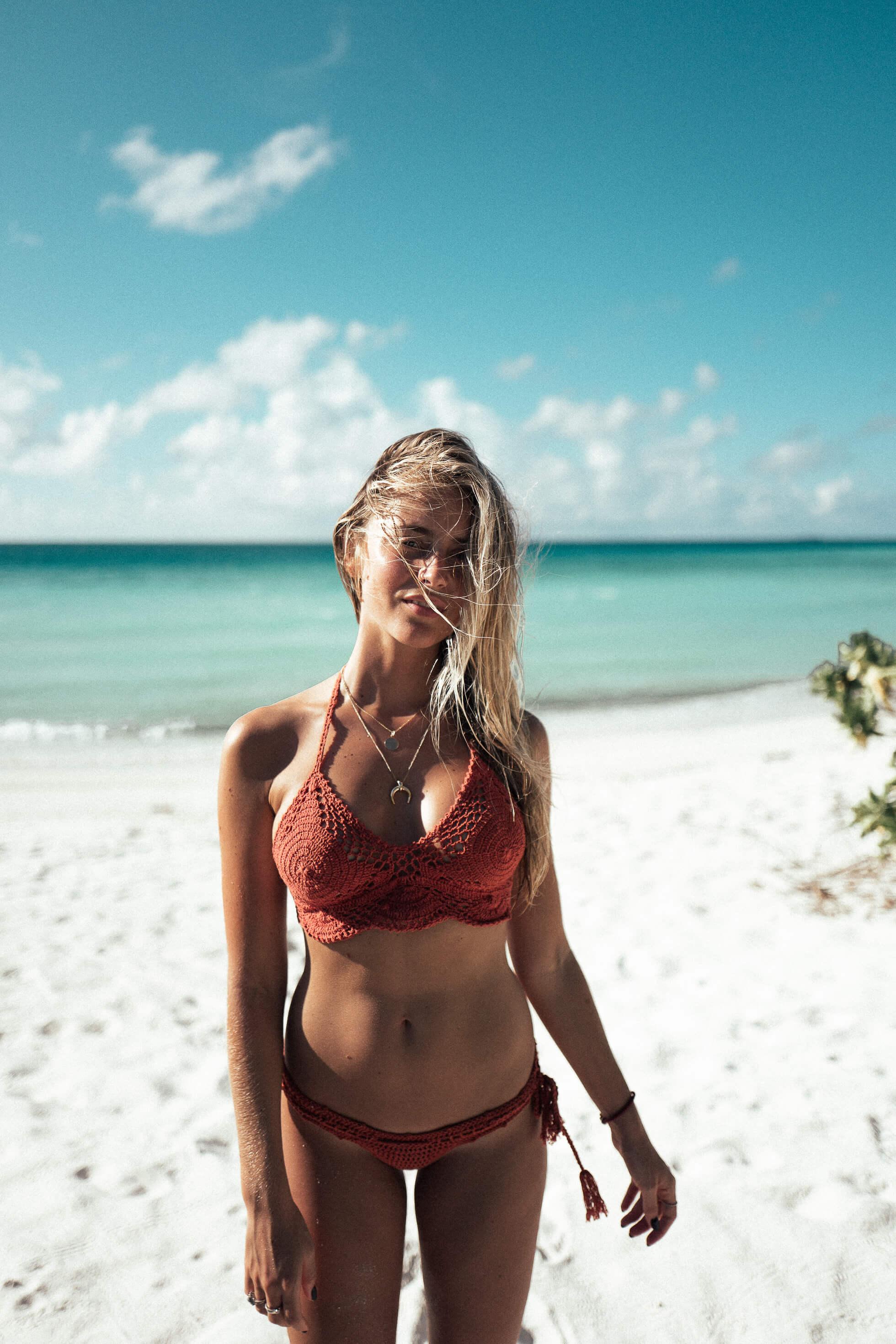janni-deler-crochet-bikini-maldivesl1120729