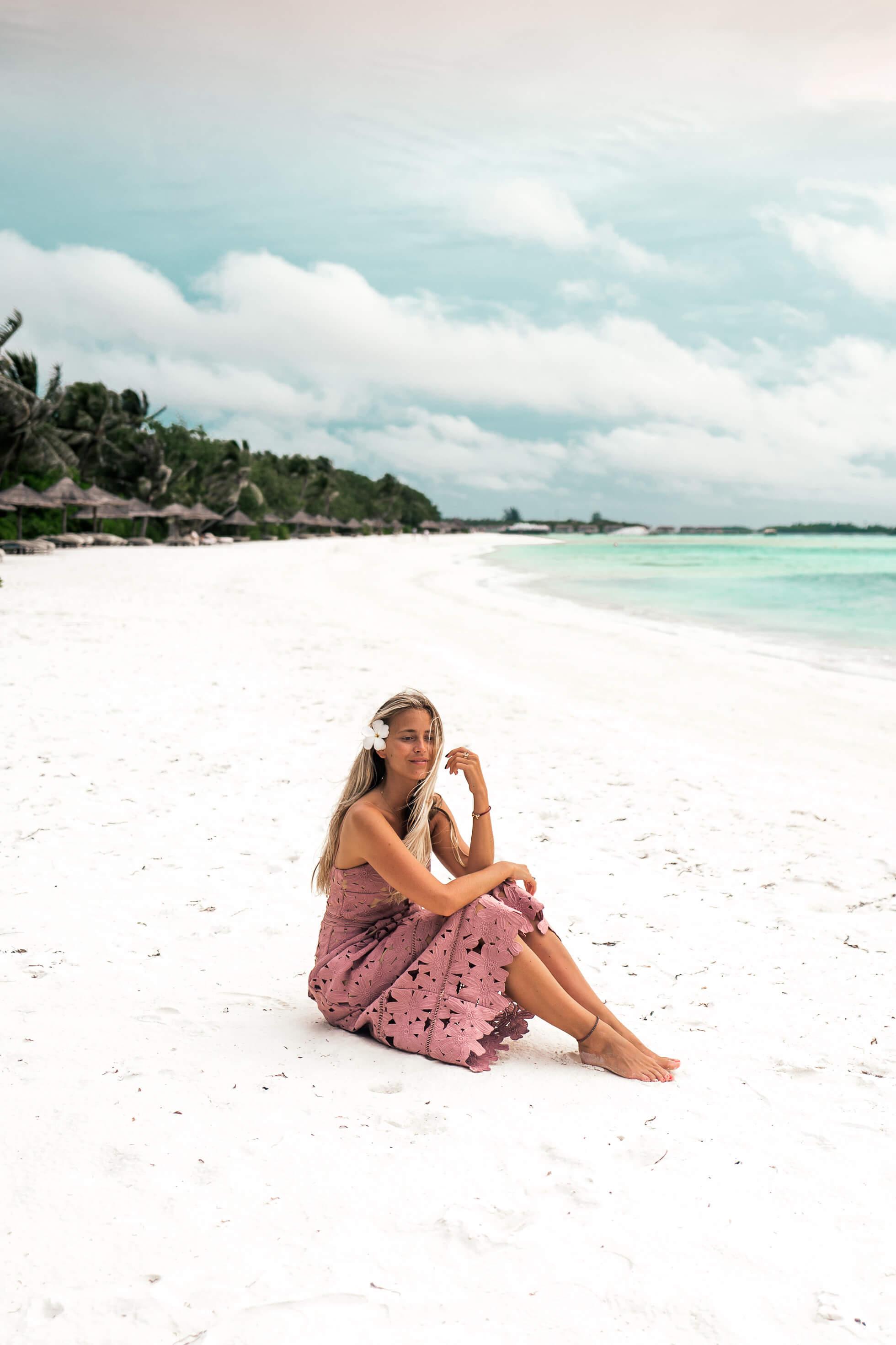 janni-deler-flower-dress-maldivesl1140940-redigera