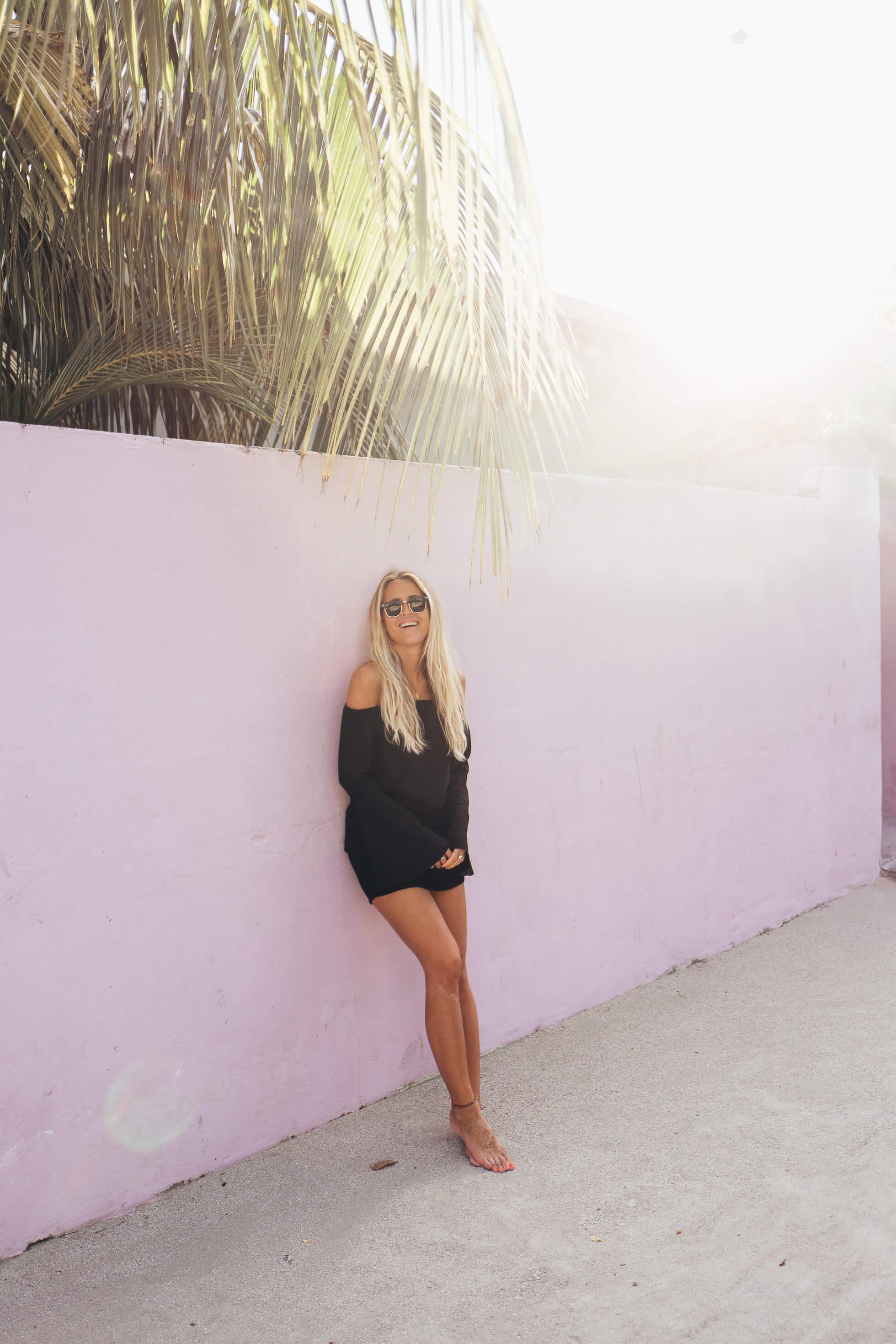 janni-deler-pink-walls-maldivesl1120276