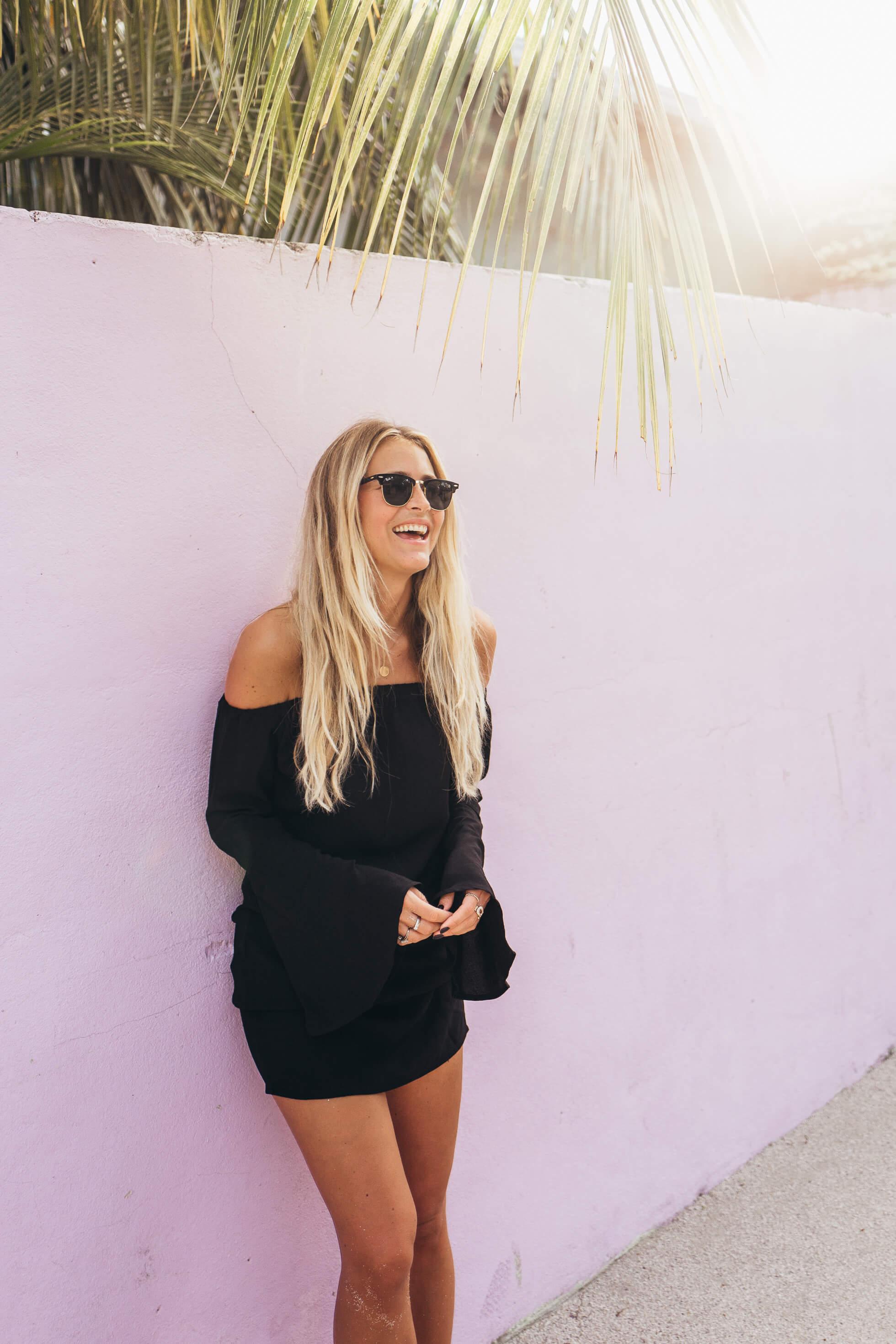 janni-deler-pink-walls-maldivesl1120292
