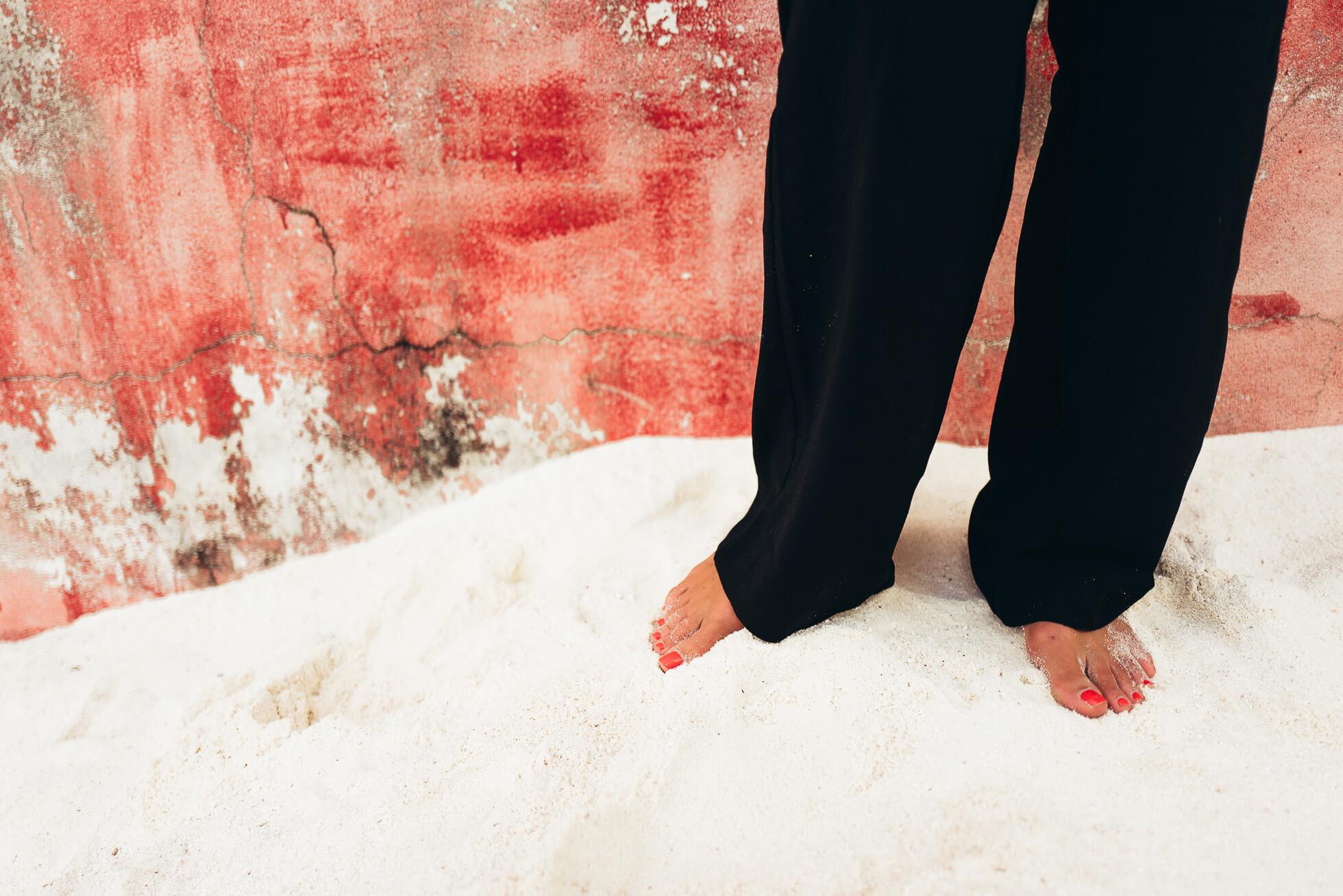 janni-deler-red-black-maldivesl1130777